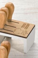 Ceppo-legno-e-resina-con-coltelli-da-formaggio-scatolina-pvc-porta-confetti-e-scatola.-CM-12x8-H-6.5-MADE-IN-ITALY
