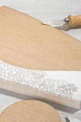 Tagliere-legno-e-resina-con-decoro-merletto-coltello-da-formaggio-e-scatola.-CM-40x23-MADE-IN-ITALY-Codice-DC19382