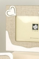 Portafoto-legno-con-dettaglio-albero-e-scatola.-CM-18x14-EST-CM-12x8-INT-Codice-E08685