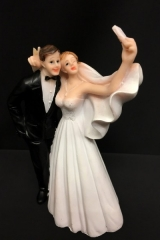 Cake topper coppia sposi selfie in resina. H 14  Codice- PB14525